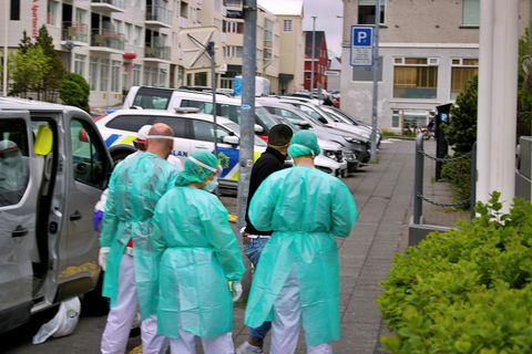 One of the people being taken to Fosshótel Lind.