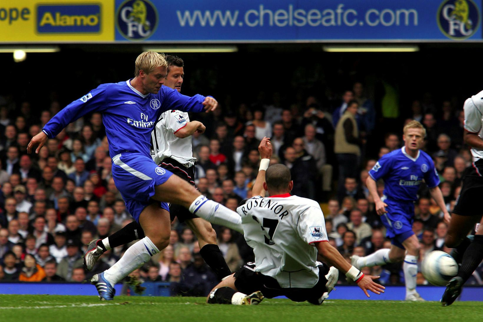 Eiður Smári Guðjohnsen í leik með Chelsea gegn Fulham.