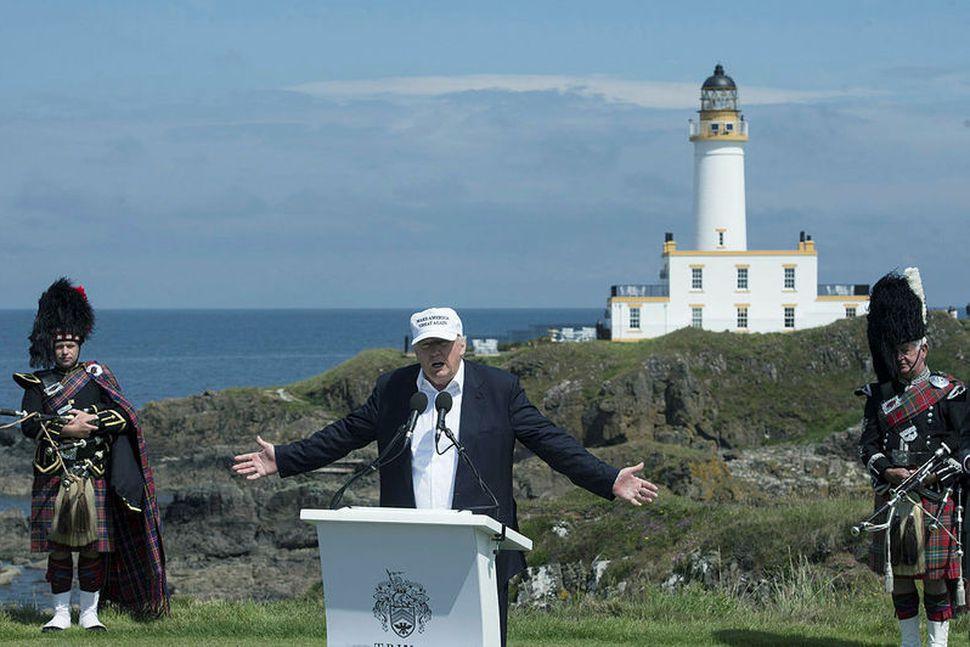 Donald Trump á golfvellinum í Turnberry í Skotlandi.