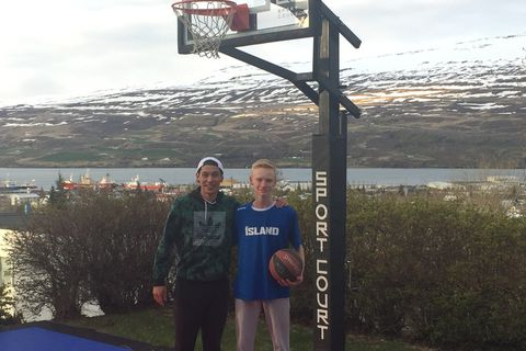 Lin with a young Icelandic fan.