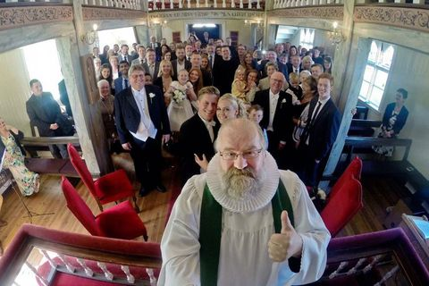 With the help of a 'selfie stick', Rev. Ægisson caught the entire congregration in one smily shot.