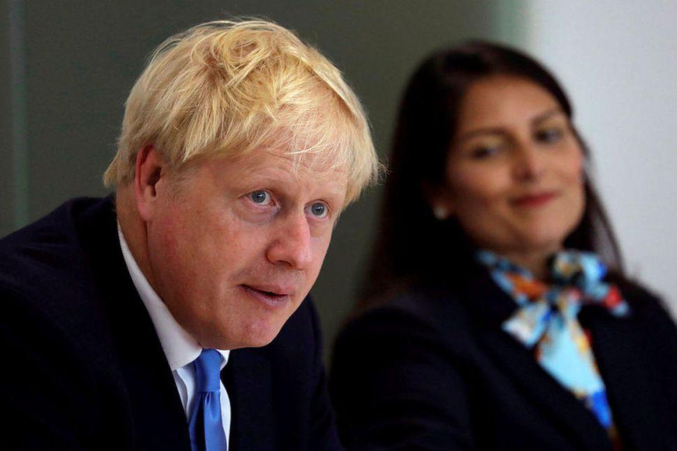 Boris Johnson, forsætisráðherra Bretlands, ásamt Priti Patel innanríkisráðherra.
