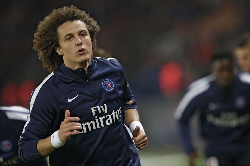 David Luiz hitar upp fyrir leik með PSG, en hann er kominn aftur í Chelsea.