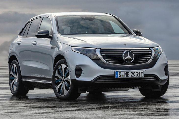 Mercedes EQC 400 rafbíllinn er á þróunarstigi og er vætanlegur á götuna 2020. Mikið er ...