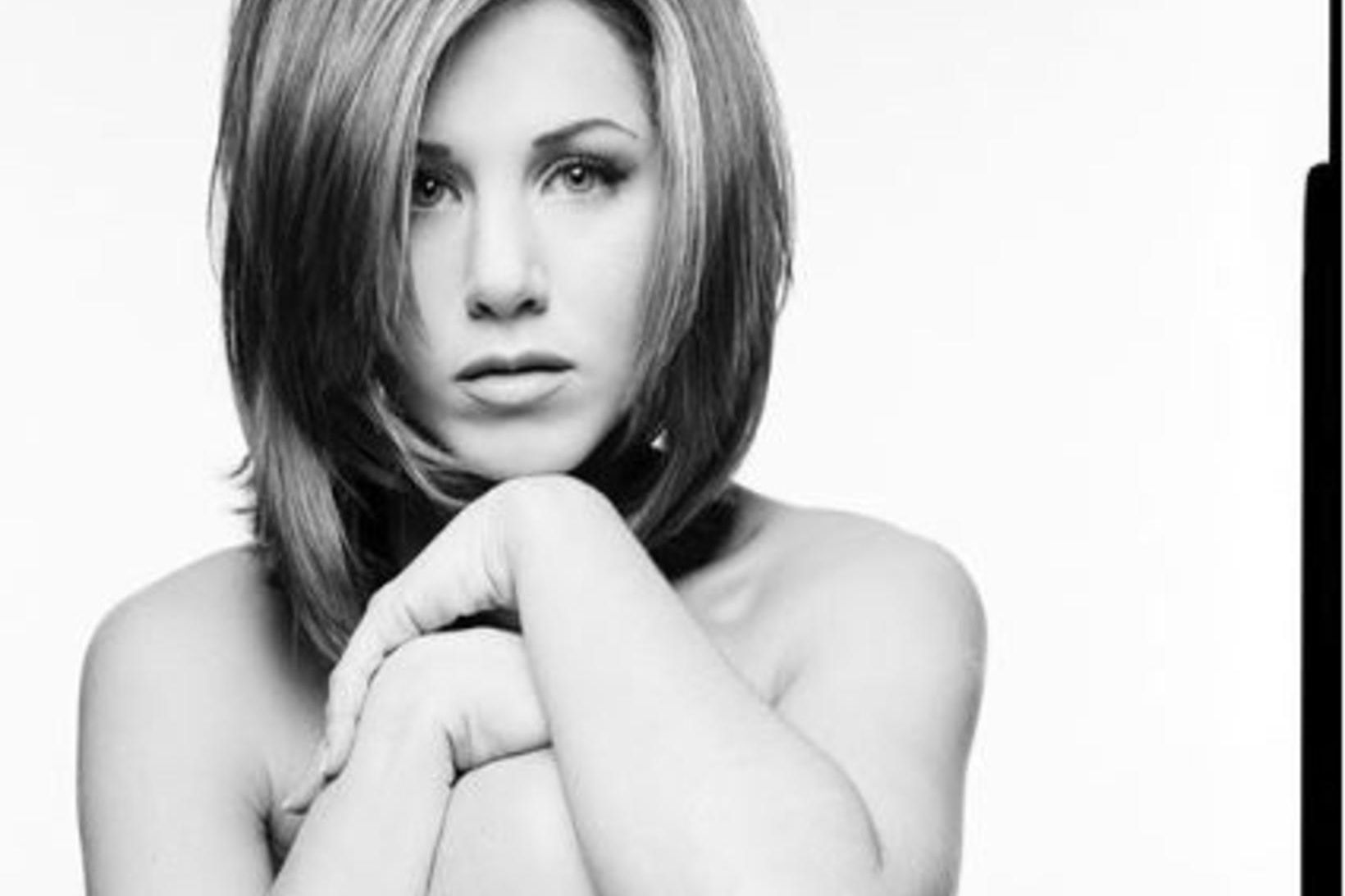 Jennifer Aniston birti myndina, sem ljósmyndarann Mark Seliger tók, á …