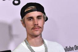 Justin Bieber leitar réttar síns.