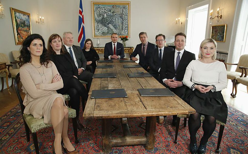 Ríkisstjórn Íslands á ríkisráðsfundi á Bessastöðum í mars. Á morgun ...