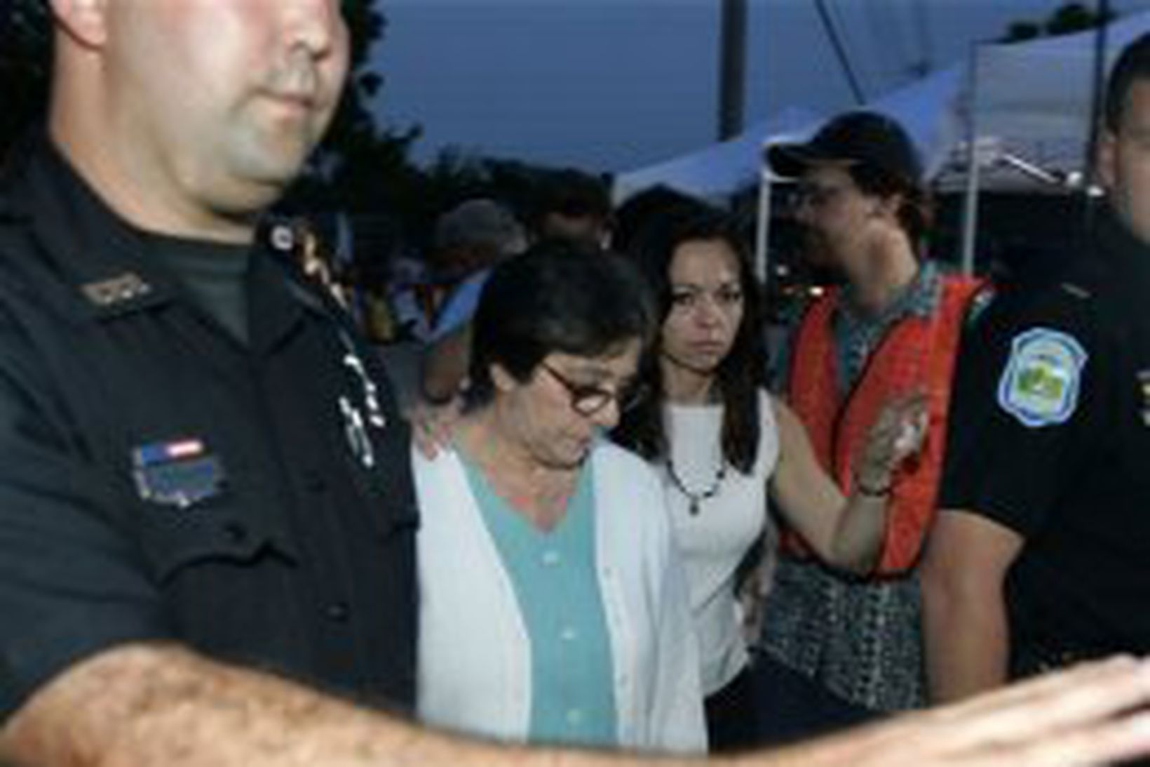 Marry Schindler, móðir Terri Schiavo, og Suzanne Vitadamo, systir hennar …