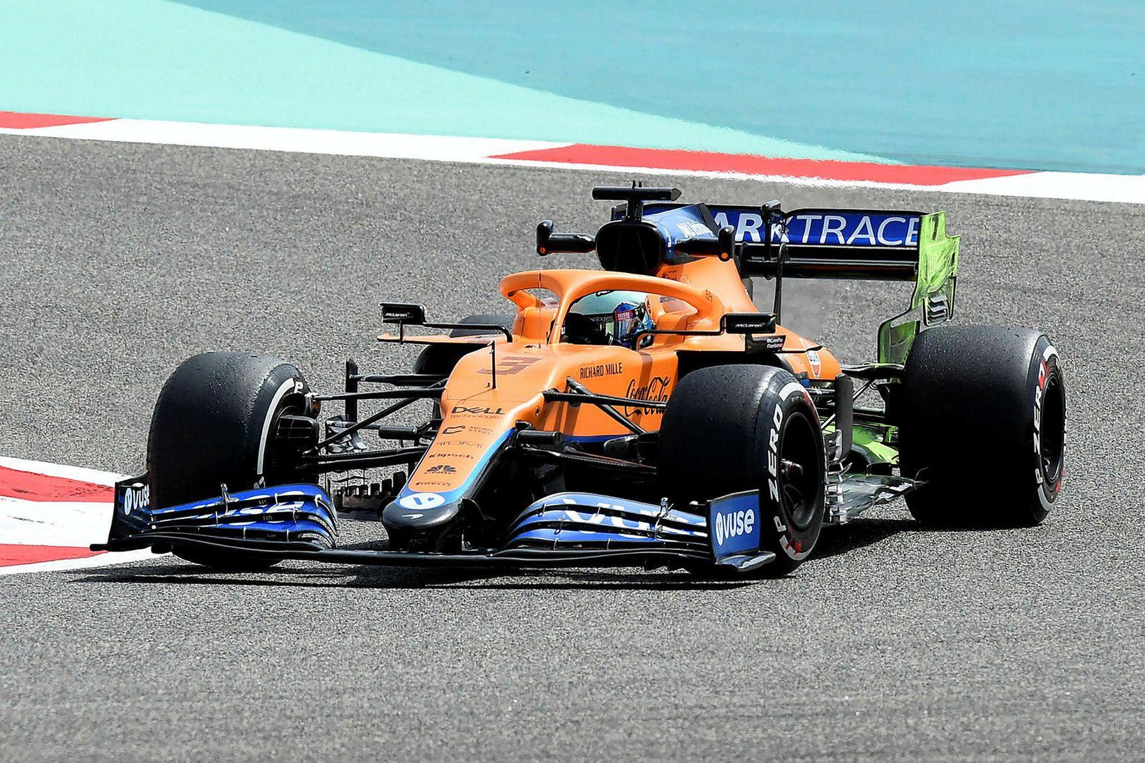Daniel Ricciardo á McLarenbílnum á æfingu dagsins í Barein.