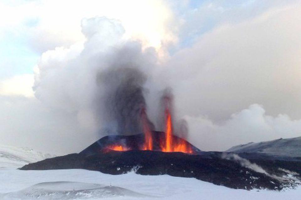 Gosið á Fimmvörðuhálsi var tilkomumikið í morgun.