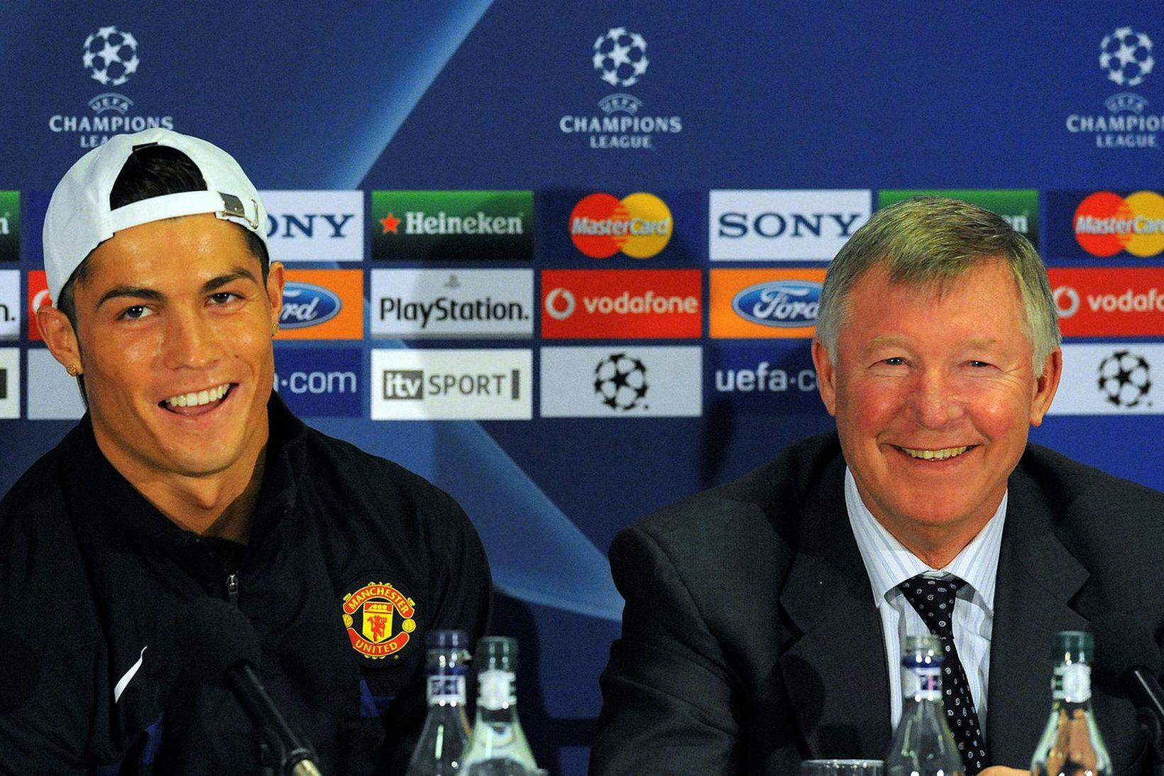 Cristiano Ronaldo og Sir Alex Ferguson á góðri stundu árið …