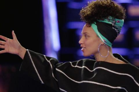 Alicia Keys wearing a Saga Kakala scarf.