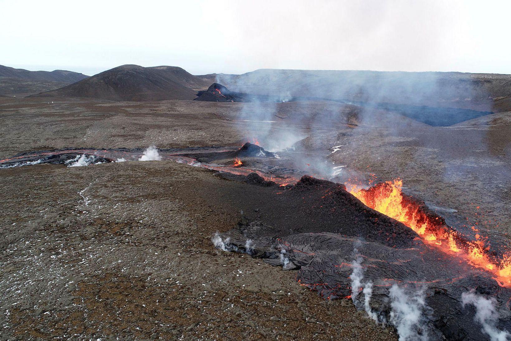 Sprunga sem opnaðist á öðrum degi páska, 5. apríl.
