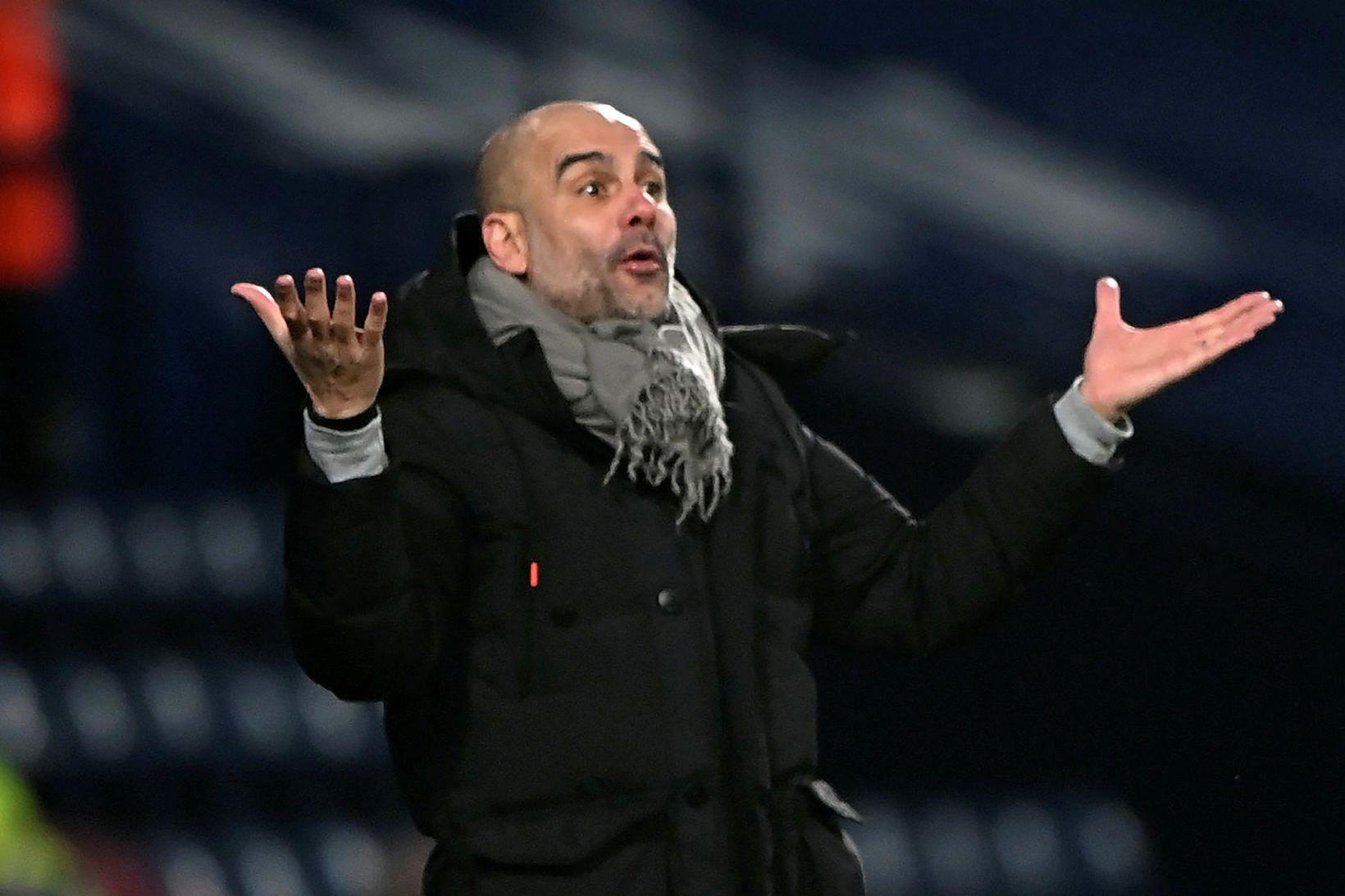 Pep Guardiola gat leyft sér að brosa í leikslok.