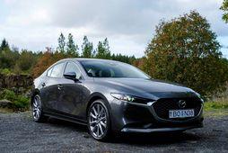 """Það er gott að keyra Mazda 3 og bíllinn lætur vel að stjórn. 18"""" álfelgur …"""