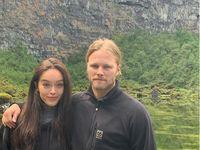 Ástfangna parið er komið til Íslands í sóttkví