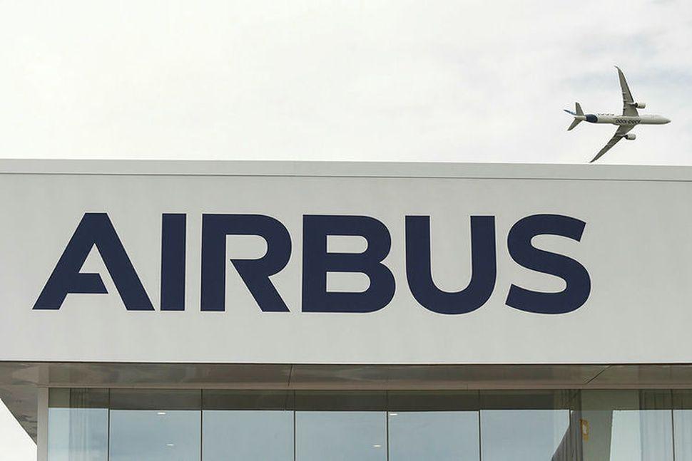 Flugvélaframleiðandinn Airbus sagði upp 16 starfsmönnum vegna meintra njósna sem ...