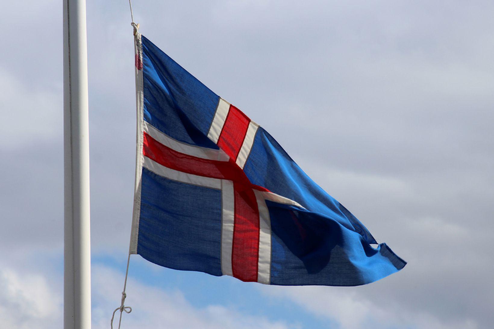 Sá siður að flagga í hálfa stöng við andlát er …