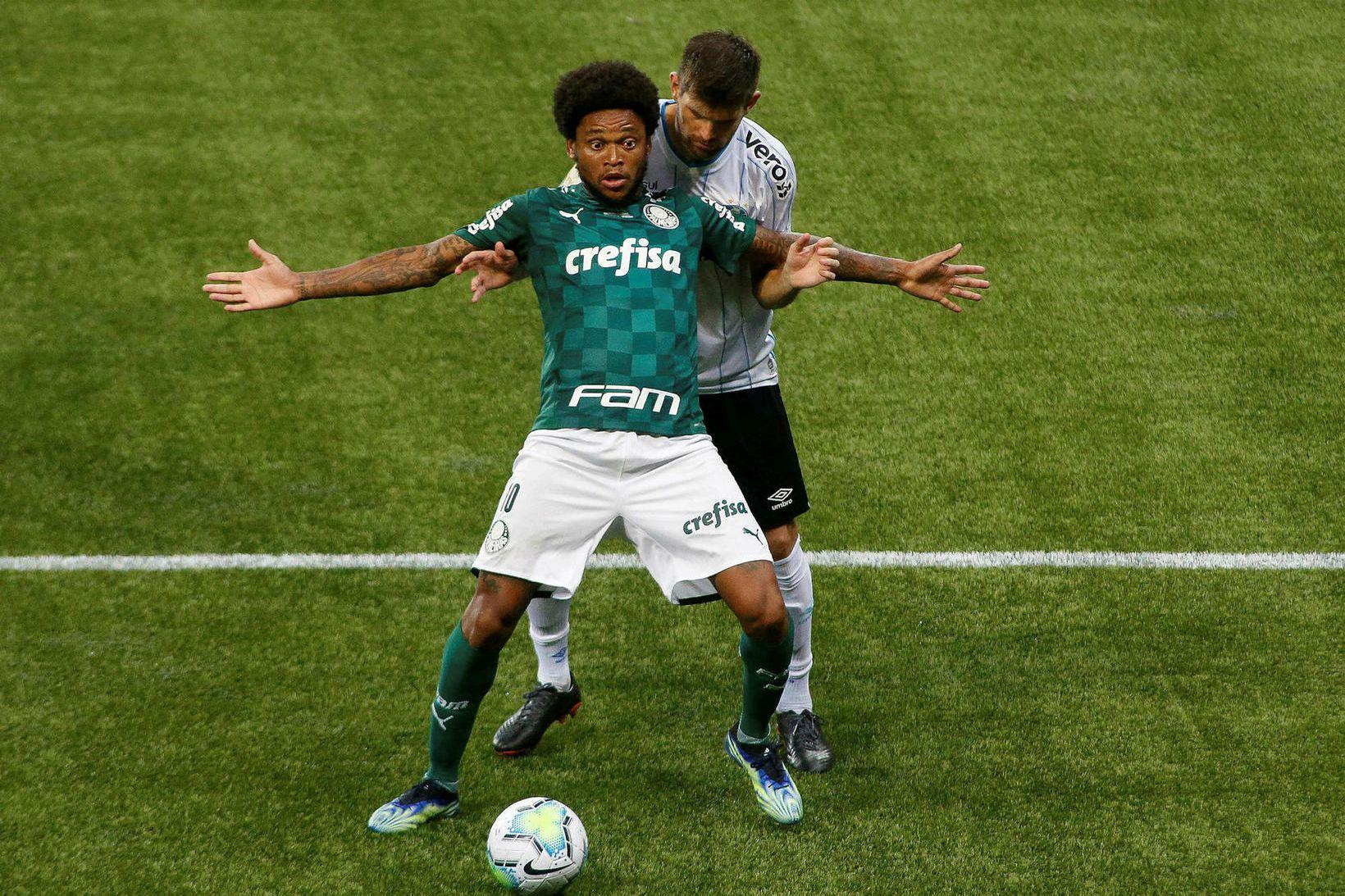 Luiz Adriano hljóp á sig í vikunni.