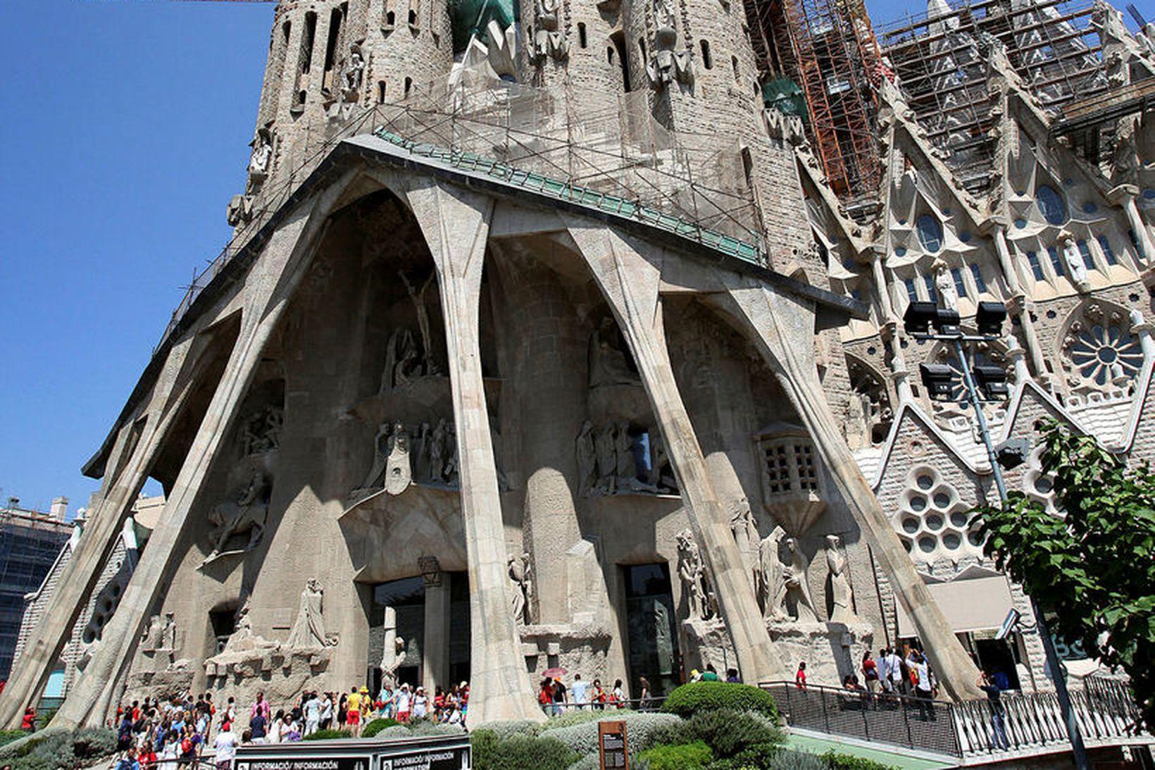 La Sagrada Familia, frægasta bygging katalónska arkitektsins Antoni Gaudi er …
