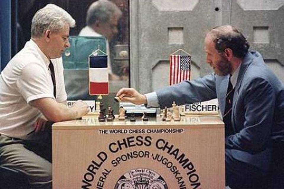 Boris Spassky og Bobby Fischer tefla örlagaríkt einvígi í Sveti Stefan í Svartfjallalandi árið 1992.