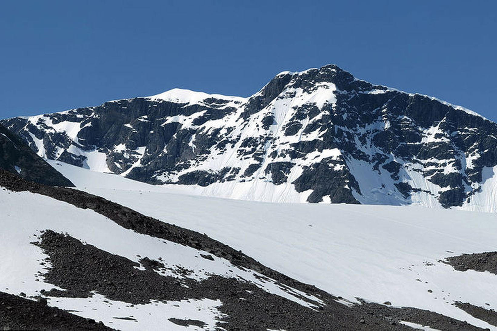 Kebnekaise er 2.097 metra hátt.
