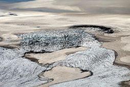 Katla. Yfirleitt er meiri virkni á svæðinu á sumrin, vegna bræðsluvatns.