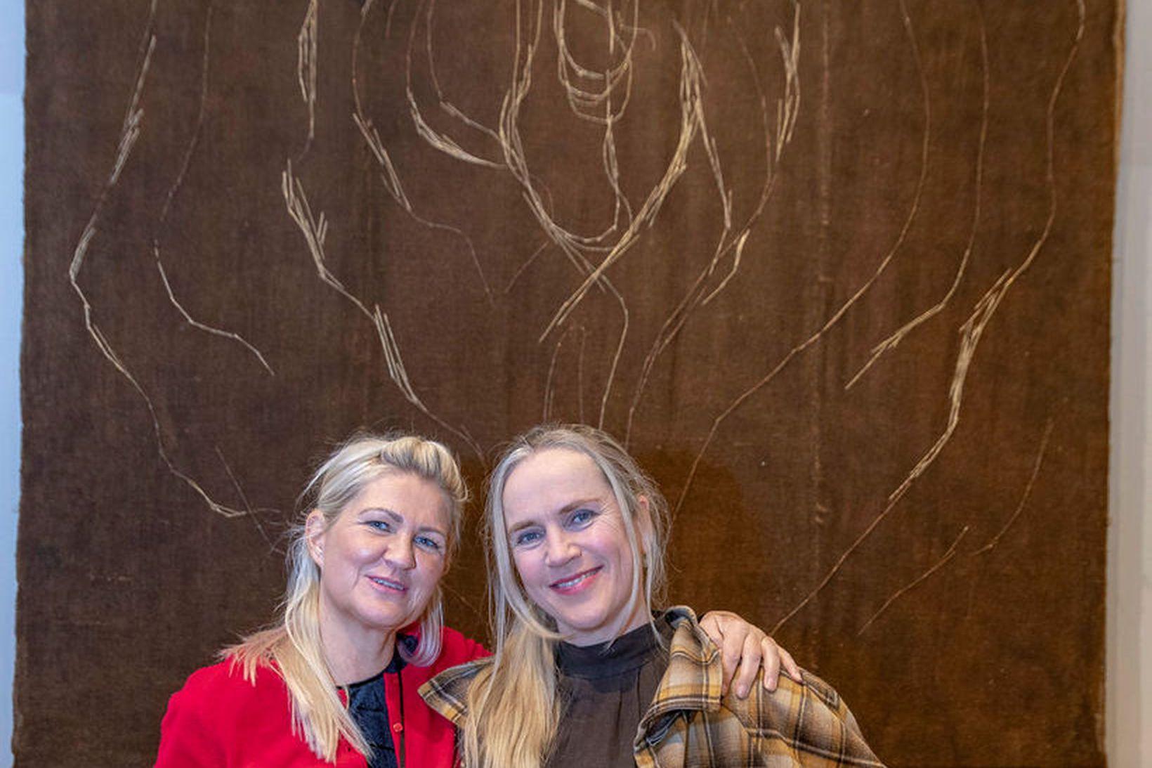 Guðrún Karls Helgudóttir sóknarprestur til vinstri og Kristín Gunnlaugsdóttir listakona …