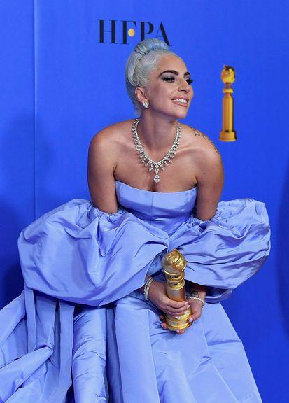 Lady Gaga skaraði fram úr á rauða dreglinum á Golden …