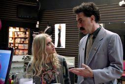 Maria Bakalova og Sacha Baron Cohen í hlutverkum Borat og dóttur hans Tutar í Borat …
