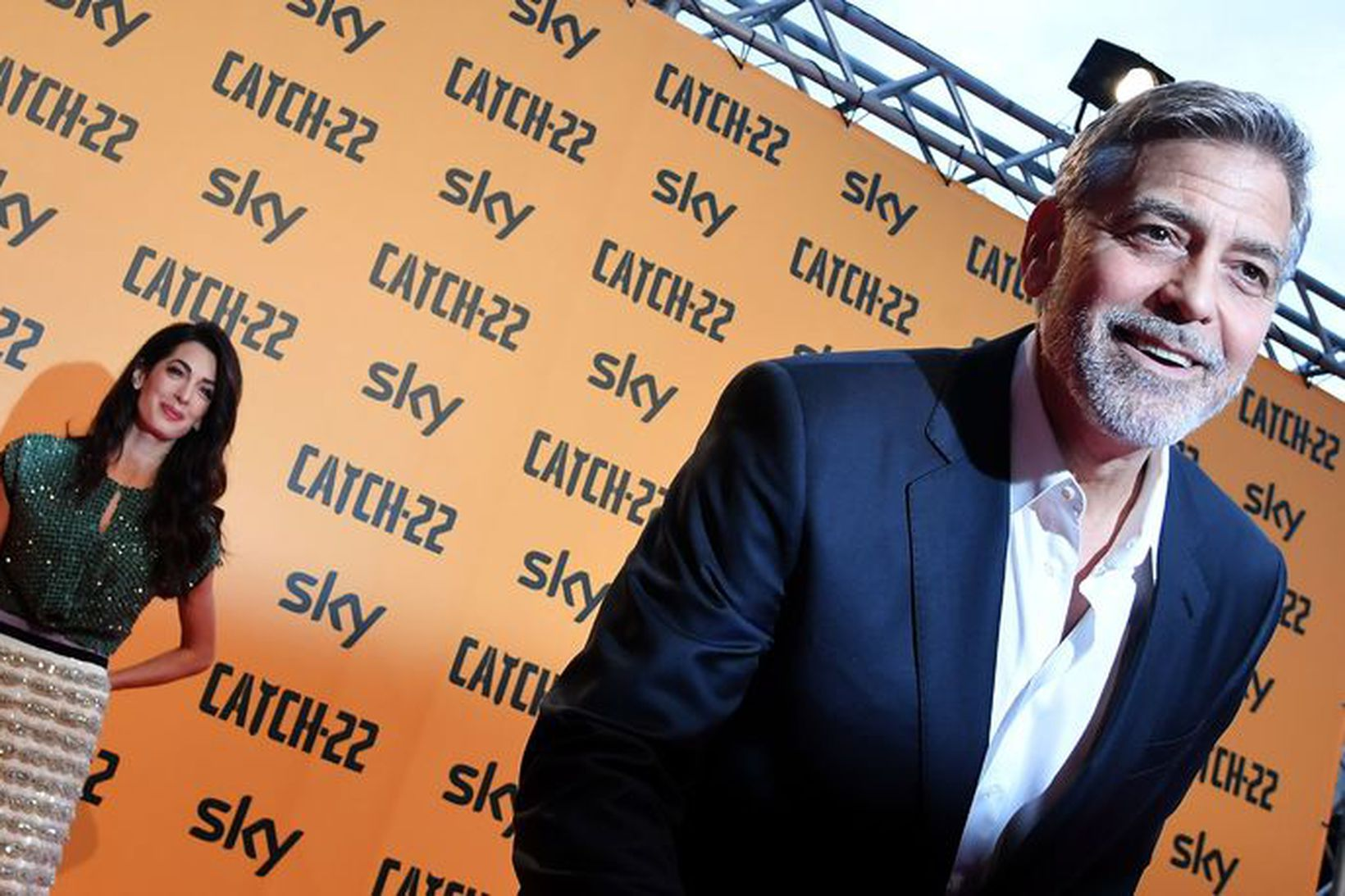 George Clooney og eiginkona hans Amal Clooney. Þau eiga tvö …