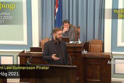 Björn Leví Gunnarsson í pontu í gærkvöldi. Ekki er að sjá að Brynjar Níelsson, þingmaður …
