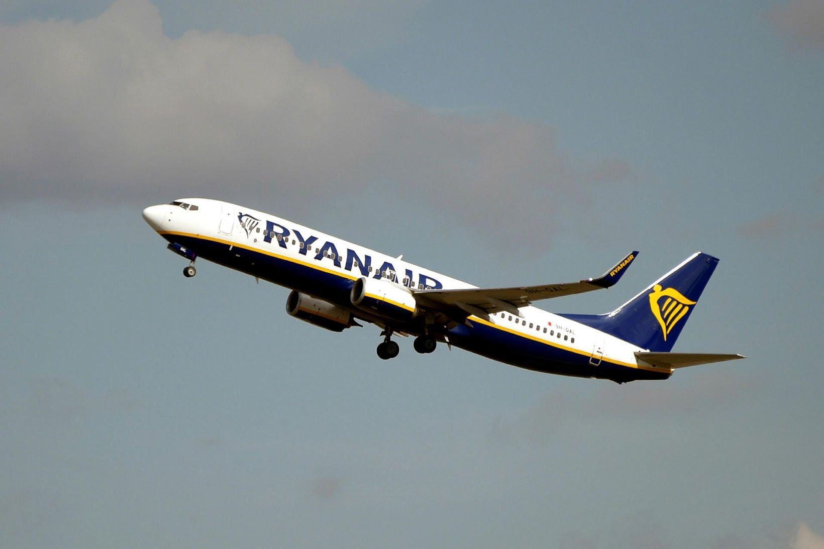 Samkvæmt skilmálum Ryanair mega farþegar aðeins taka með sér handfarangur …