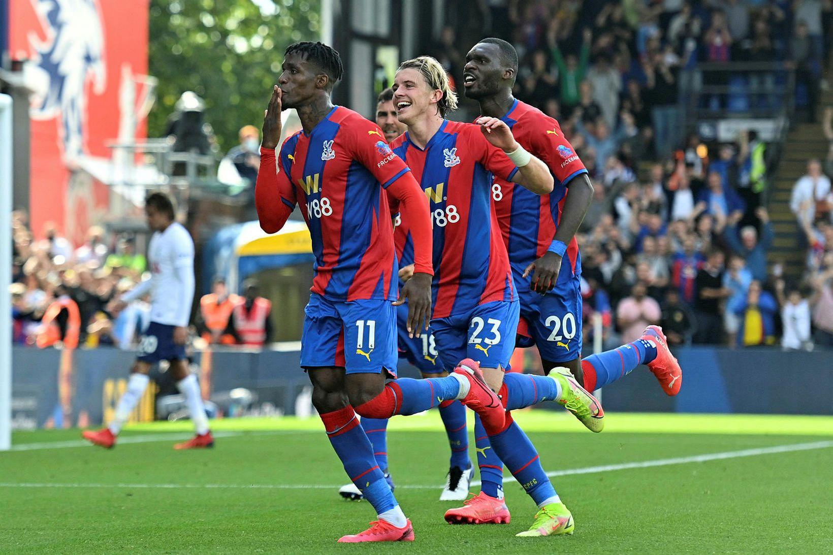 Wilfried Zaha fagnar fyrsta marki Crystal Palace í dag.