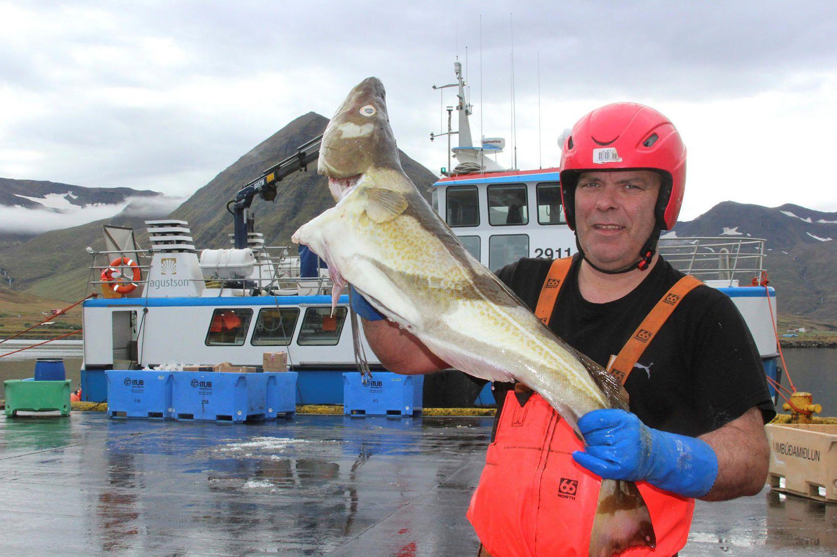 Sigurður Þórarinsson skipstjóri á Leyni.