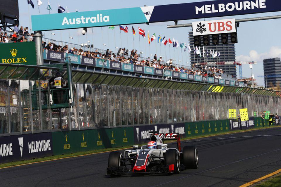 Romain Grosjean á Haas-bílnum í Melbourne.