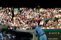 Rafael Nadal í undanúrslitaleik gegn Roger Federer á síðasta Wimbledon-móti sumarið 2019 þar sem Federer …