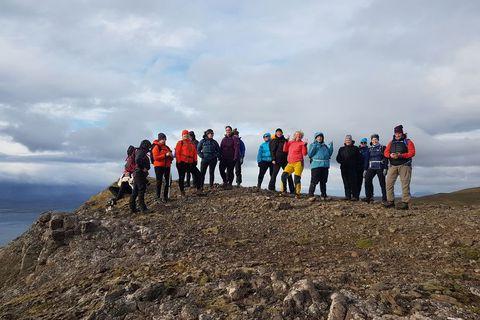 Góður gönguhópur á toppi Esjunnar.