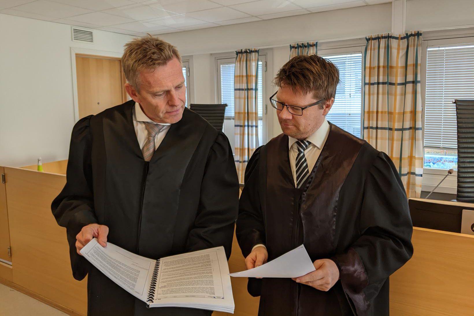 Þeir Torstein Lindquister héraðssaksóknari, vinstra megin, og Bjørn Andre Gulstad, …
