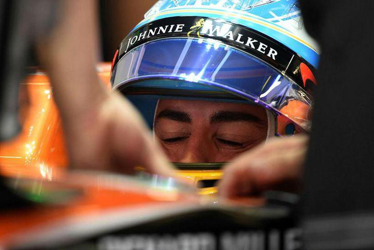 Fernando Alonso í McLarenbíl sínum í Barcelona en hann átti brösugan dag.