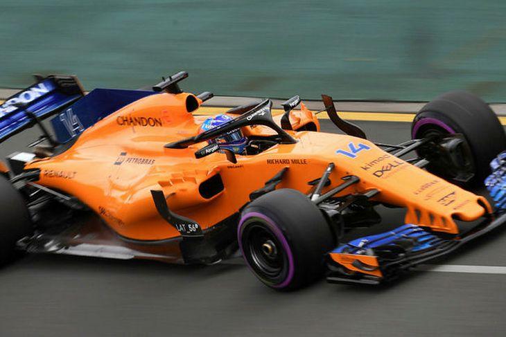 Fernando Alonso á McLaren í tímatökunni í Melbourne.