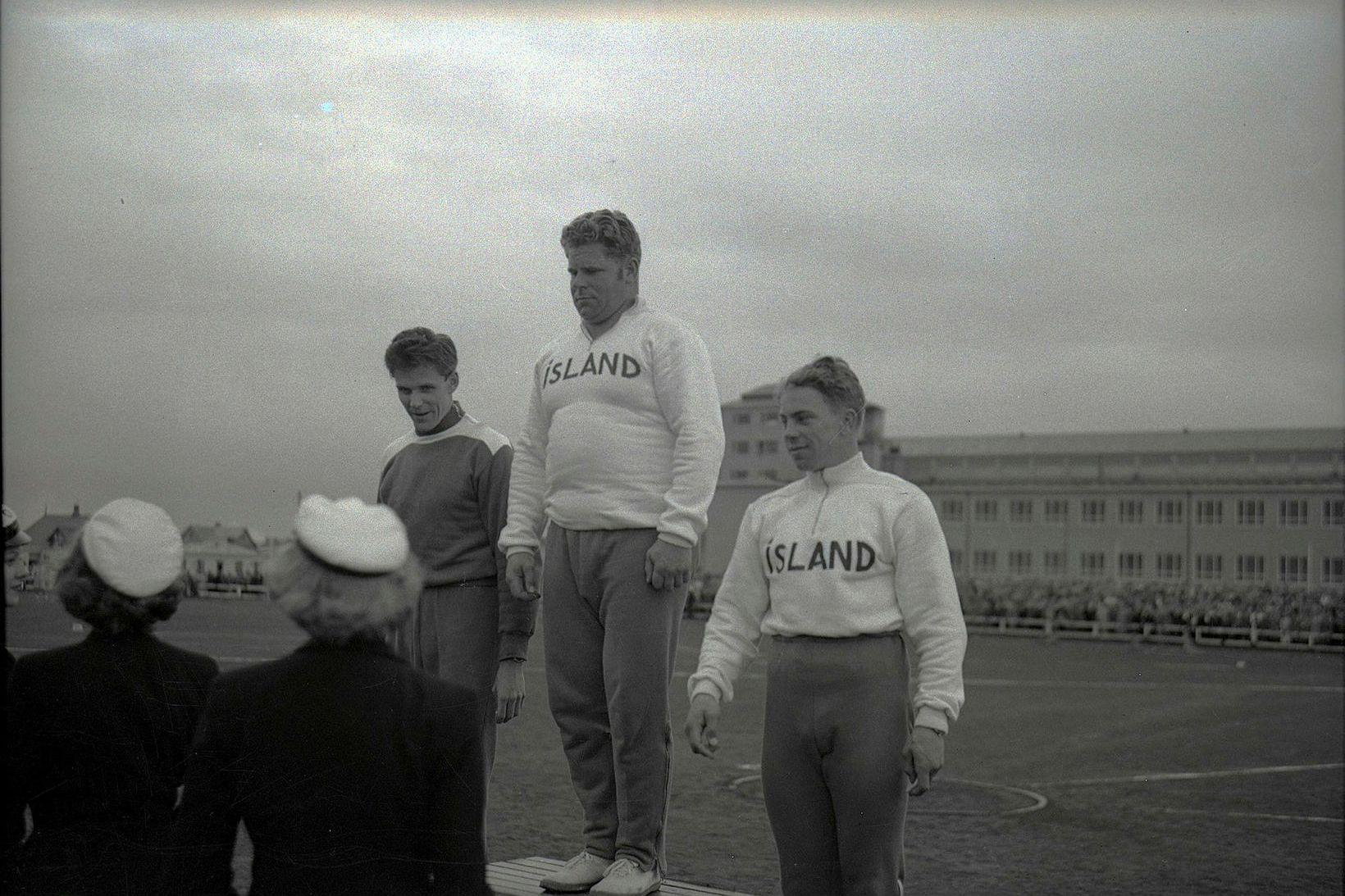 Úr landskeppni Íslands og Danmerkur á Melavelli 1950. Gunnar Huseby …