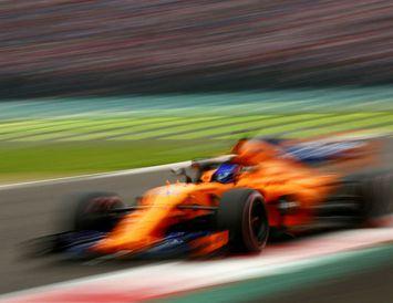 Fernando Alonso á fleygiferð á McLarenbílnum í Mexíkókappakstrinum á dögunum.
