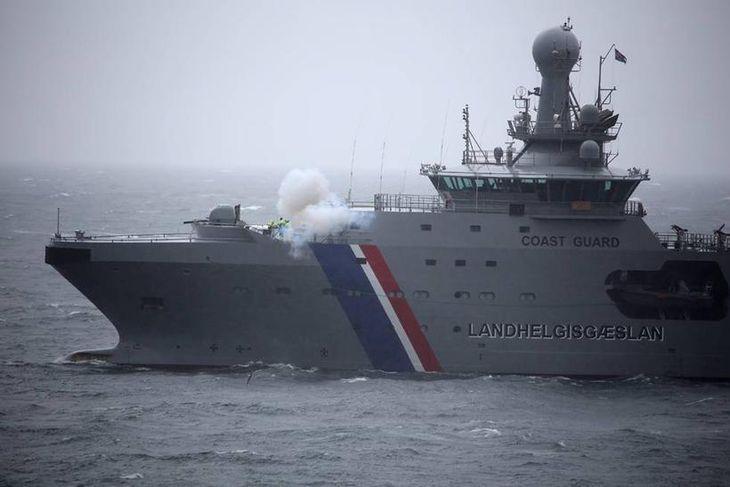 Varðskip skaut sex skotum, einu fyrir hvert skip sem fórst í slysinu.