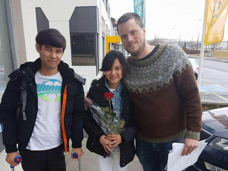 Abrahim, Hanyie and their friend Guðmundur Karl were all smiles yesterday afternoon.