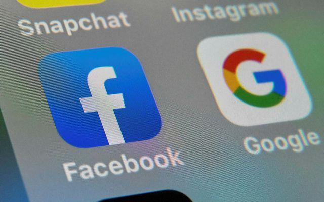Facebook birtir mikið magn falskra upplýsinga.