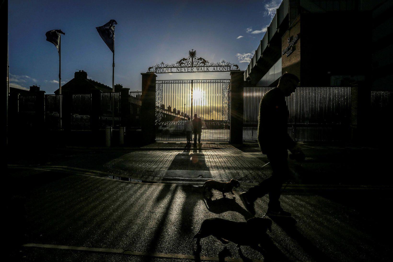 Fyrir utan Anfield Road, heimavöll Liverpool.