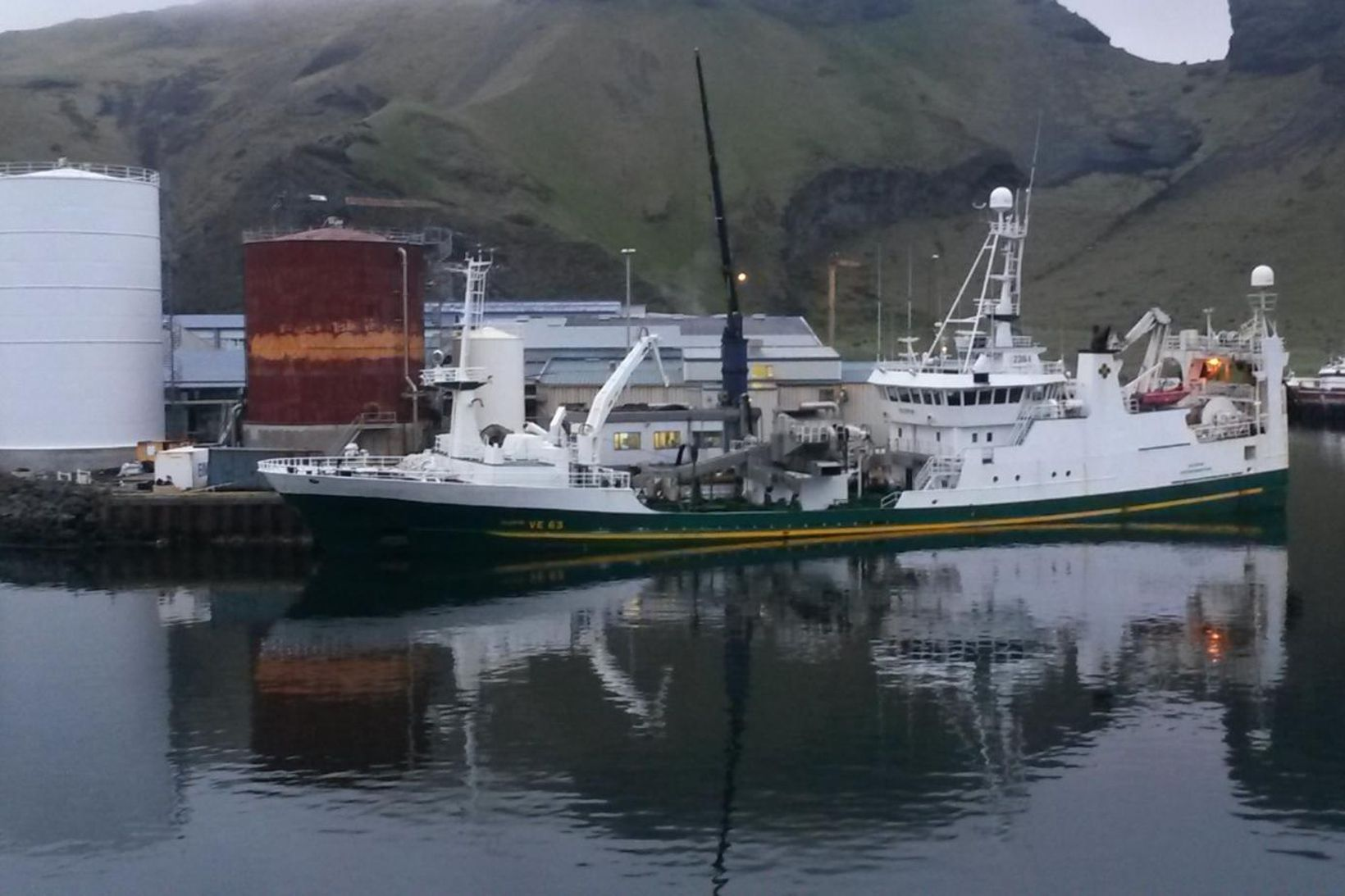 Ísleifur VE 63, skip Vinnslustöðvarinnar, með makrílafla 2016.