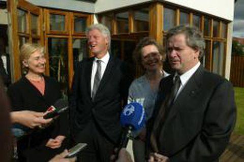 Bill og Hillary Clinton komu í gær í heimsókn til Ástríðar Thorarensen og Davíðs Oddssonar.