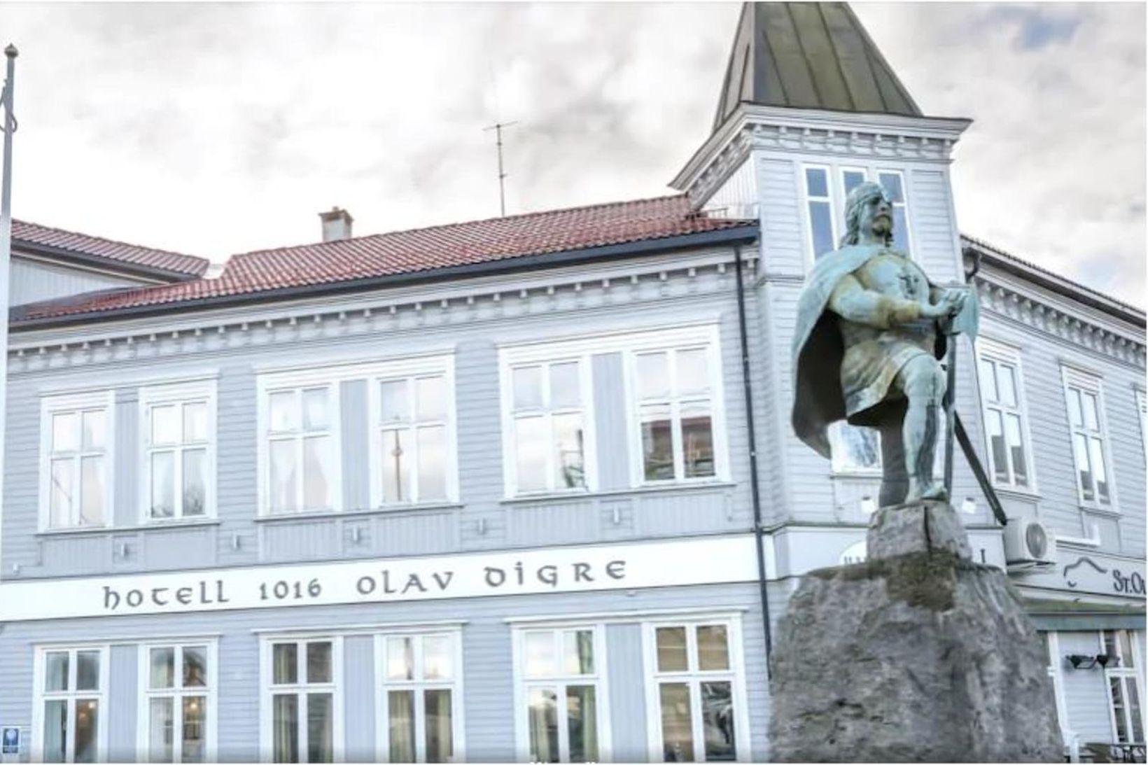 Stúlkan fannst látin á Hotel Olav Digre í Sarpsborg á …